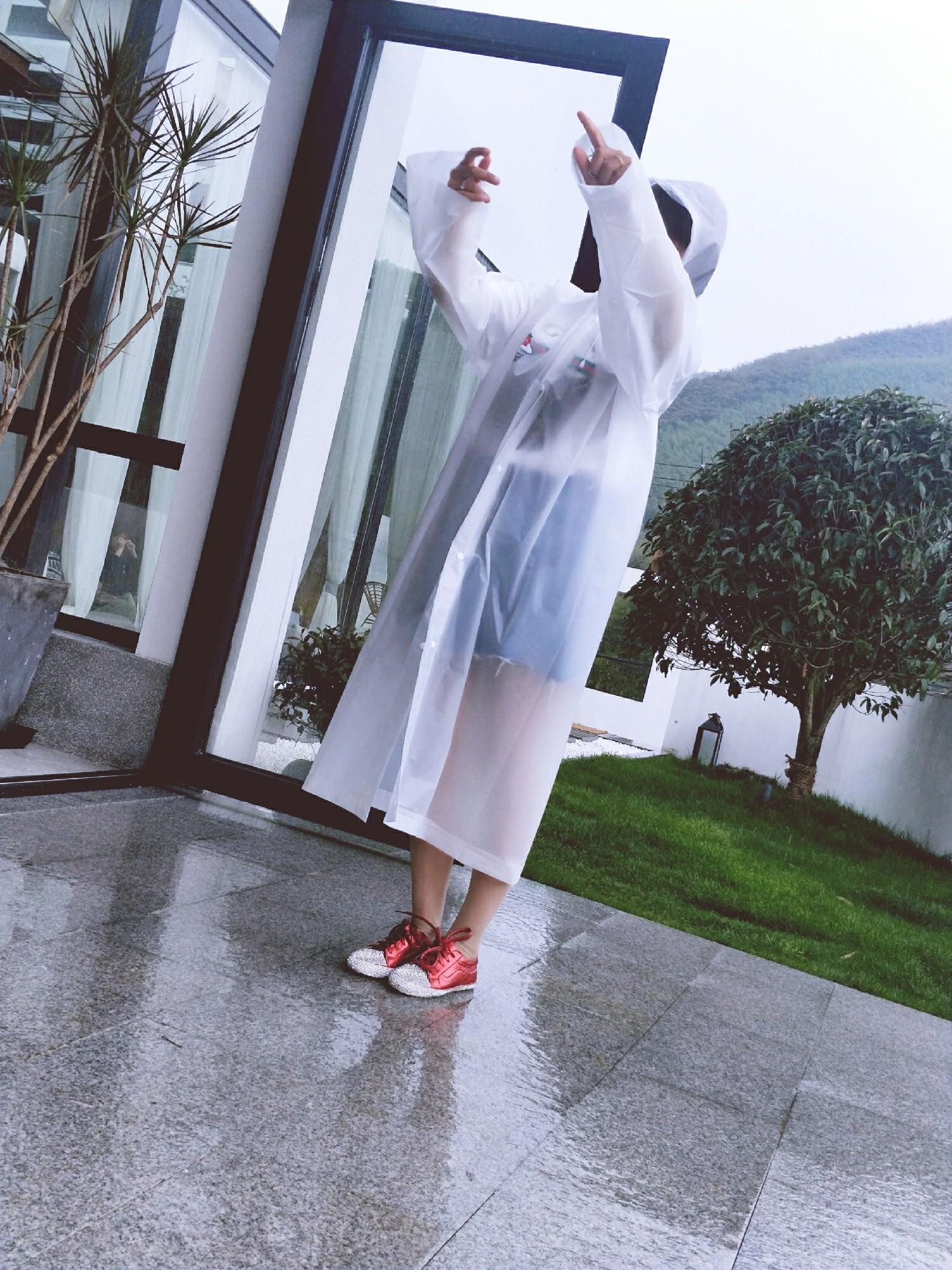雨中人背面简笔画